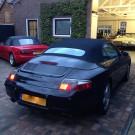 Porsche 911, type 996 softtop met glazen verwarmde achterruit.